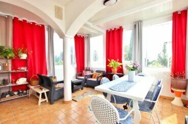 achat maison roses espagne, 4 chambres 182 m², studio indépendant avec nombreuses fenêtres