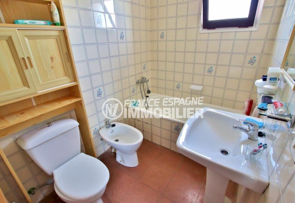 appartement à vendre rosas, studio 36 m², salle de bain avec baignoire et wc