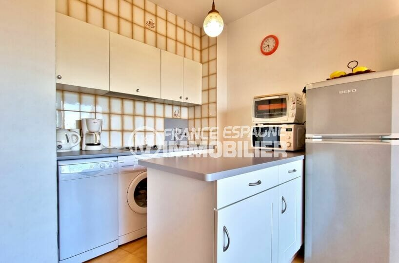 appartements a vendre a rosas, 2 chambres 55 m², cuisine équipée plaques, lave-vaisselle