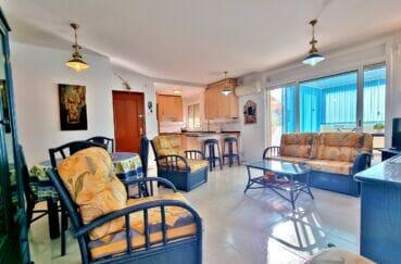 appartement à vendre à rosas espagne, 2 chambres 70 m², accès direct à la véranda par le séjour