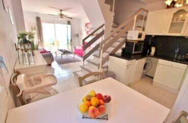 maison a vendre espagne, 2 chambres 62m², salon / salle à manger avec escalier pour chambres