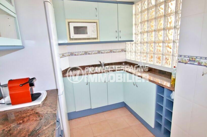 rosas immo: appartement 2 pièces 62 m², cuisine équipée de nombreux rangements