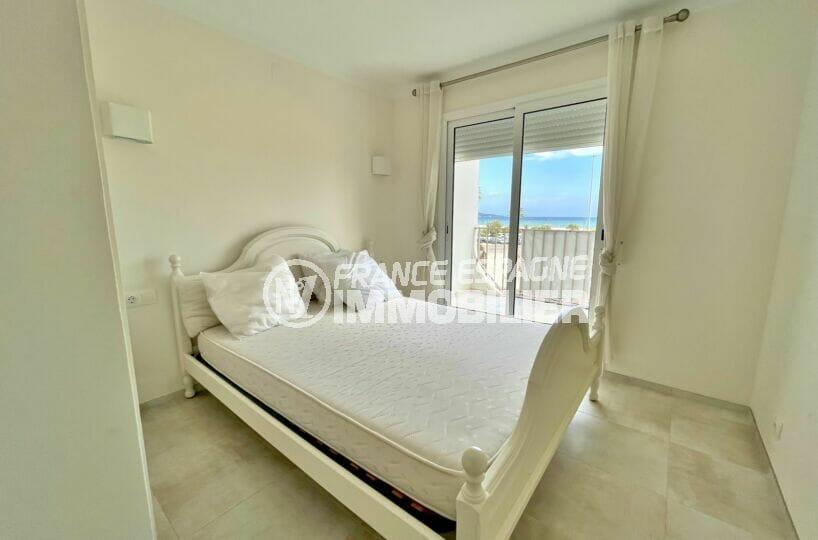 immobilier center: appartement 3 pièces vue mer 69 m², chambre avec lit double et terrasse