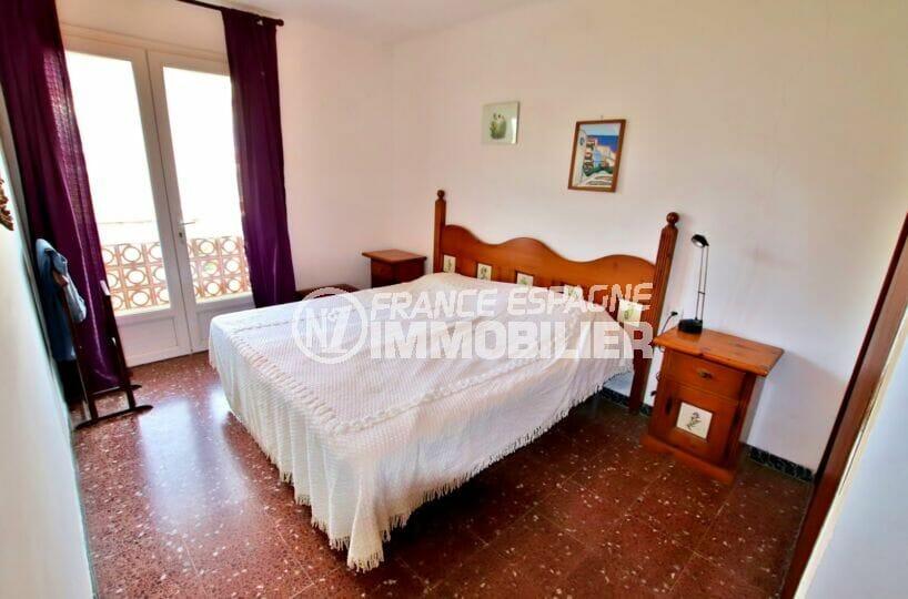 appartement a vendre roses, 2 chambres 75 m², 1° chambre avec lit double, accès terrasse