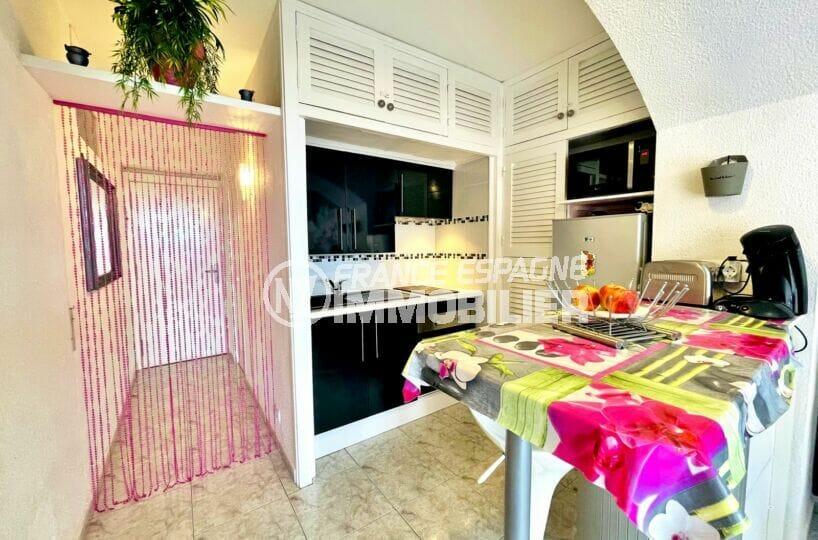 appartement a vendre roses, 2 pièces 59 m², cuisine américaine équipée, four, plaques, hotte