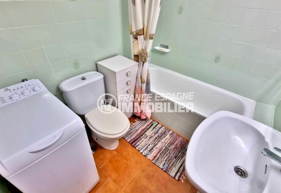 achat appartement empuriabrava, studio 37 m², salle de bain avec baignoire et wc, lave linge