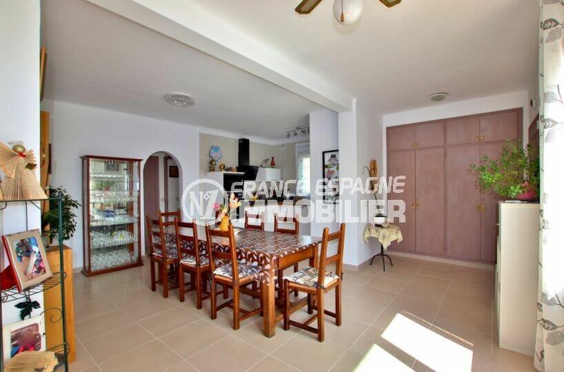 immo center rosas: villa 4 chambres 182 m², salle à manger et cuisine ouverte