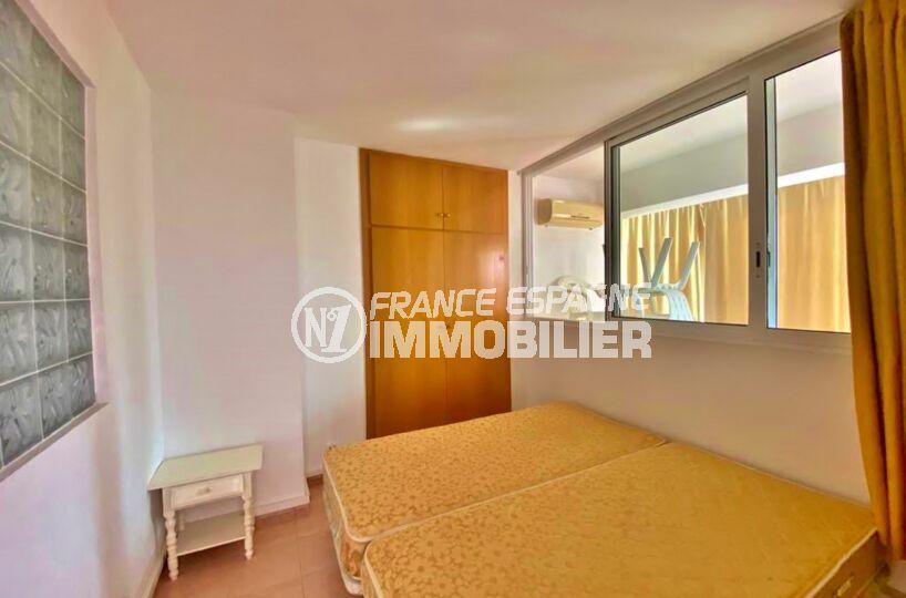 appartement a vendre roses, 2 pièces 62 m², chambre avec lit double, armoire / penderie