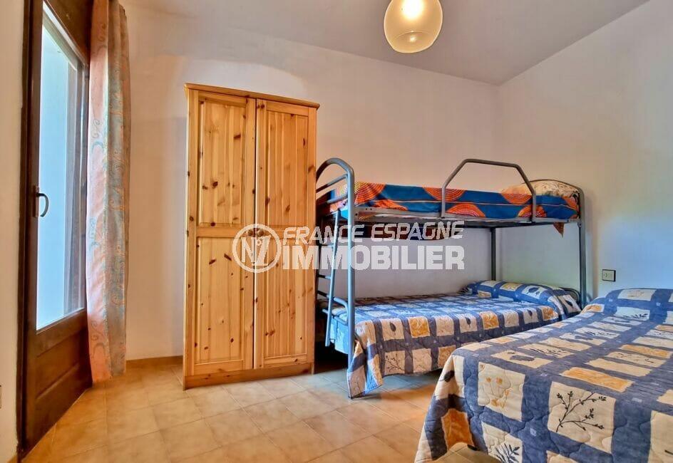 appartement à vendre rosas, 2 chambres 55 m², 2° chambre avec lit double et lits superposés