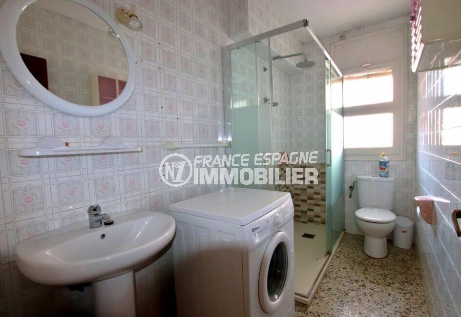 vente appartement rosas, 3 pièces 67 m², salle d'eau avec douche, wc et raccordement pour lave linge