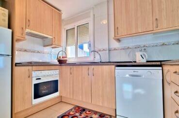 rosas immo: appartement 2 chambres 70 m², cuisine équipée, plaques, hotte, four, lave vaisselle