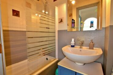 habitaclia empuriabrava: appartement 2 pièces 41 m², salle de bain avec baignoire