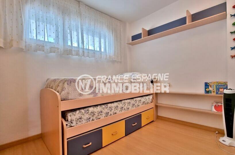 vente appartements rosas espagne, 3 pièces 68 m², chambre avec lit enfant à tiroir
