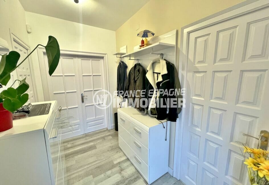 agence empuriabrava: villa 5 chambres 223 m², hall d'entrée aménagée de 2 commodes