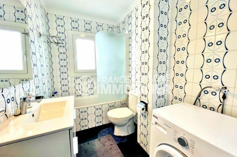 maison a vendre espagne, 2 chambres 71m², salle de bain avec baignoire et wc