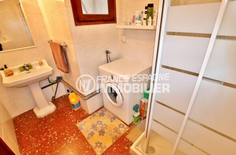 achat appartement espagne costa brava, 2 chambres 75 m², salle d'eau avec douche et wc