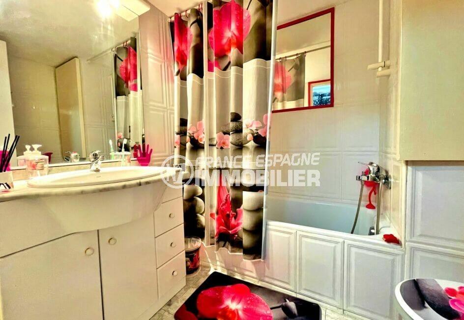 vente appartement roses espagne, 2 pièces 59 m², salle de bain avec baignoire et wc