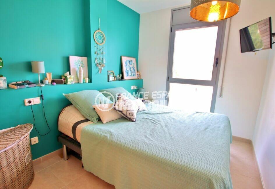 agence empuriabrava: appartement 2 chambres 71 m², suite parentale avec accès balcon