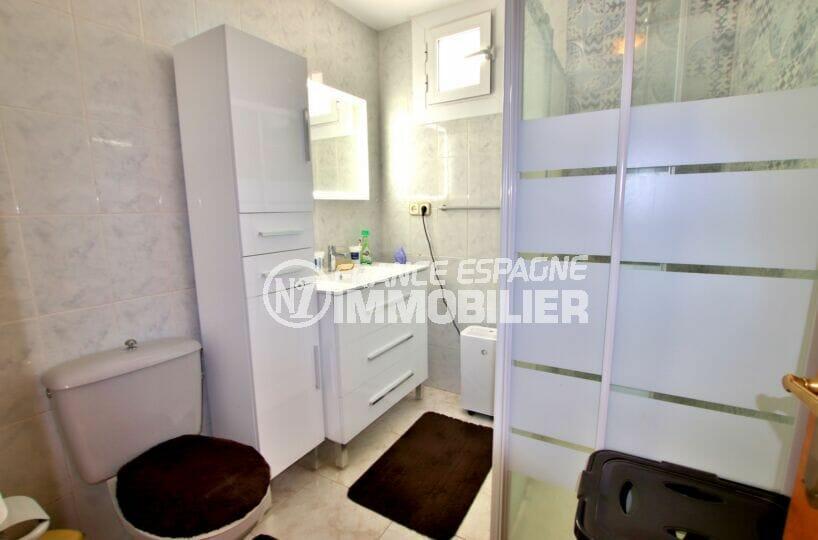 acheter villas a rosas, 4 chambres 182 m², salle d'eau de la suite parentale avec wc