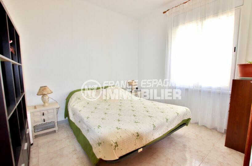 maison a vendre costa brava bord de mer, 4 chambres 182 m², seconde chambre lumineuse