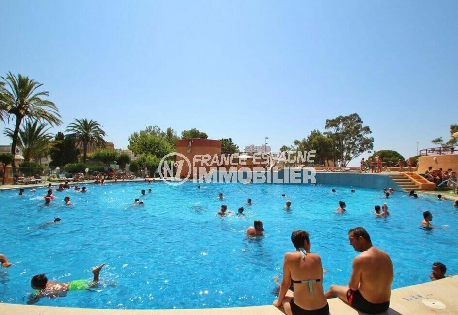 immocenter roses: appartement 2 pièces 62 m², résidence avec piscine communautaire