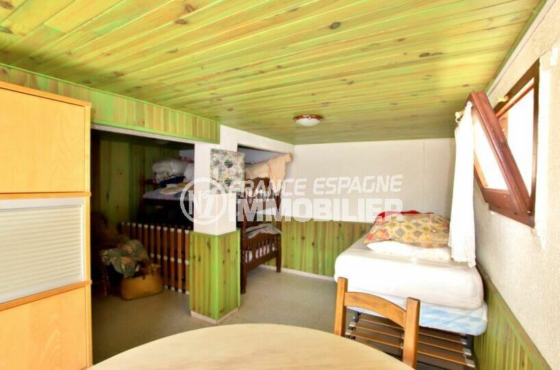 villa a vendre rosas espagne, 4 chambres 182 m², troisième chambre plafond lambrissé
