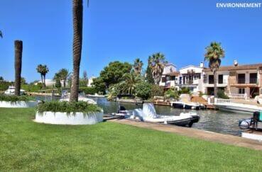 le canal d'empuriabrava et ses magnifiques bateaux et superbes villas