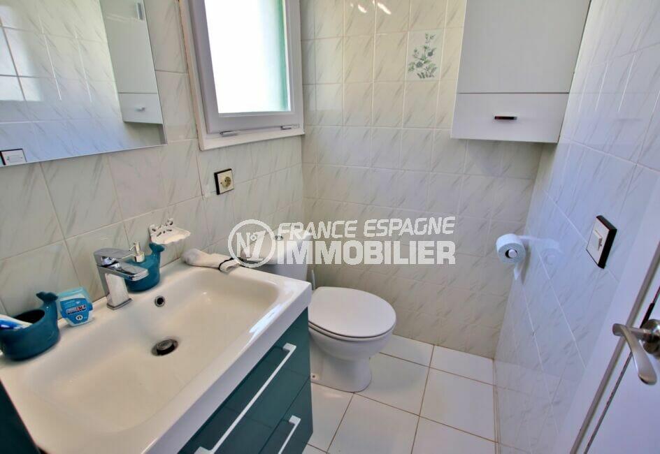 maison a vendre espagne bord de mer, 2 chambres 62m², salle de bain avec baignoire et wc