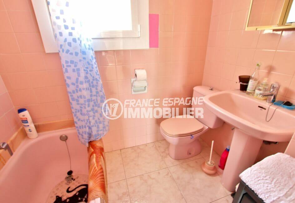 immobilier rosas vue mer: villa 4 chambres 182 m², seconde salle d'eau avec baignoire