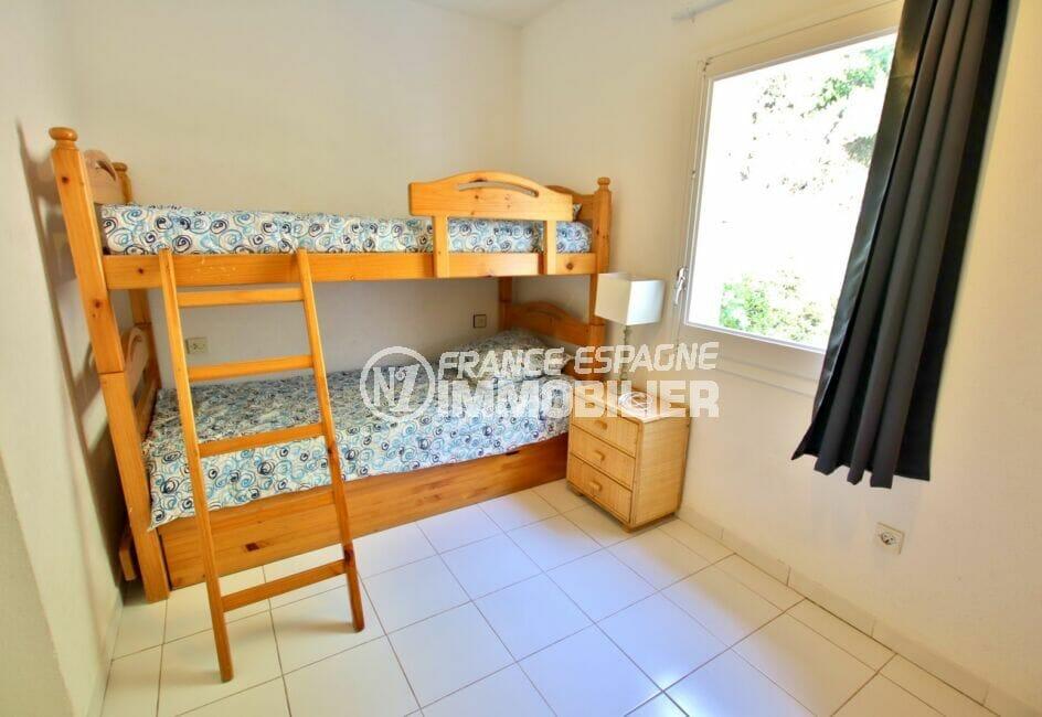 immo center rosas: villa 2 chambres 62m², chambre à coucher avec lits superposés