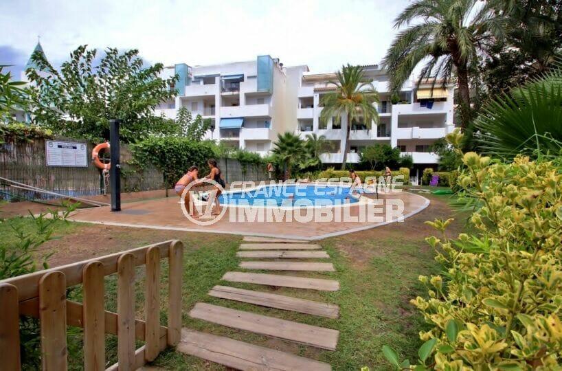 rosas immo: appartement 3 pièces 58 m², piscine avec douche extérieure, pelouse