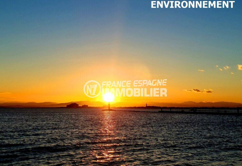 à ne pas rater, ce magnifique coucher de soleil sur l'immense plage de roses