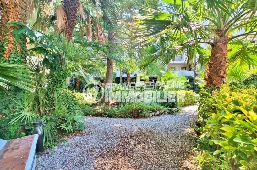 appartement a vendre roses, 3 pièces 58 m², résidense avec petit jardin avec palmiers