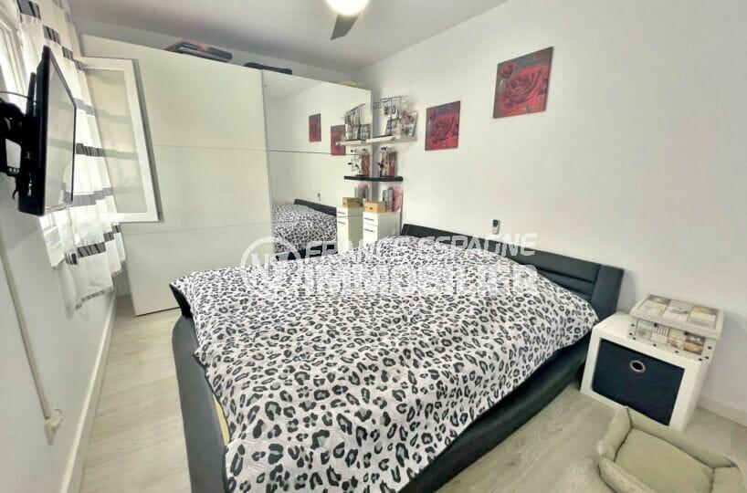 la costa brava: villa 5 chambres 223 m², 2° chambre avec lit double et ventilateur plafond