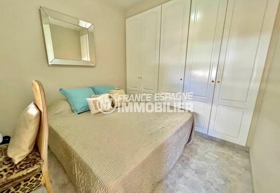 immo center rosas: villa 3 chambres 124 m², troisième chambre double avec placards intégrés
