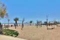 la plage ensoleillée d'empuriabrava et ses aires de jeux pour les enfants