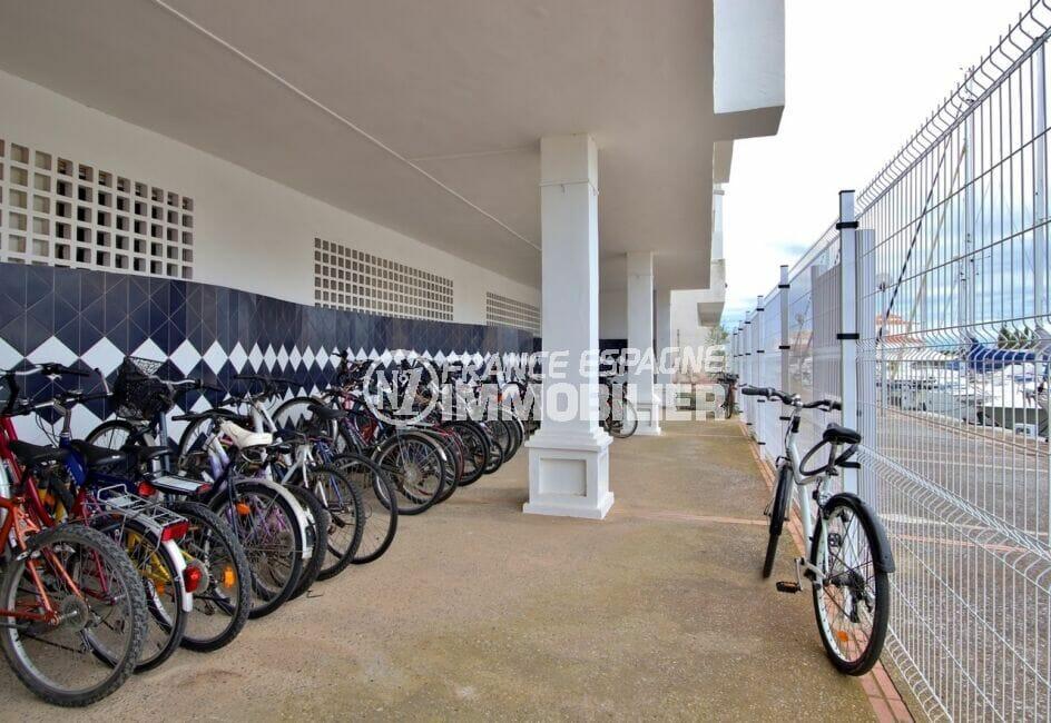 immo center rosas: appartement 3 pièces 58 m², résidence équipée d'un garage à vélos
