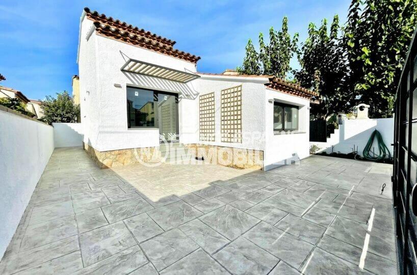 maison a vendre empuriabrava, 2 chambres 79 m² sur terrain de 137 m², terrasse et parking cour intérieure, proche plage