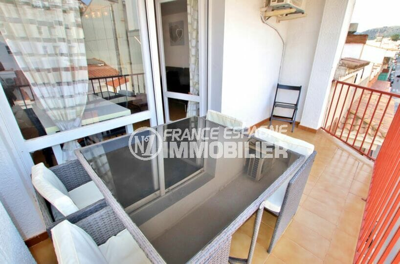 immo roses: appartement 2 pièces 49 m² avec terrasse vue dégagée, plage et port à 200 m et comemrces 100 m