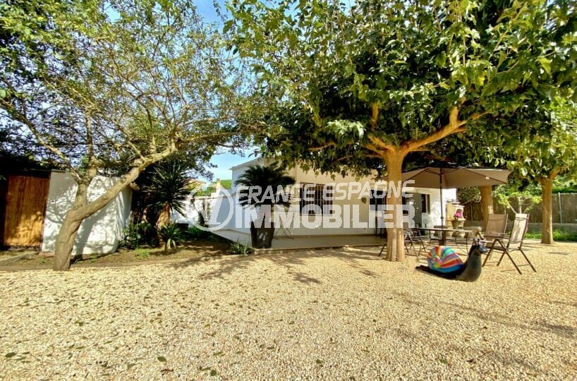 achat maison costa brava, 80 m² sur terrain 390 m², terrasse avec barbecue, parking cour intérieur, exposition sud