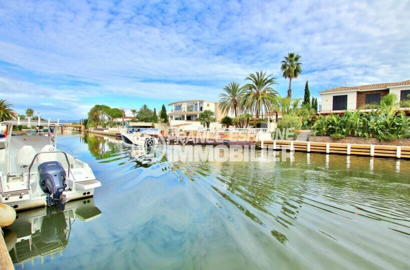 maison empuriabrava, 5 chambres 180 m², vue canal avec piscine, amarre 9 m, proche plage