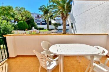 immo roses: appartement 2 pièces 30 m², terrasse avec barbecue, piscine et tennis communautaire. proche plage