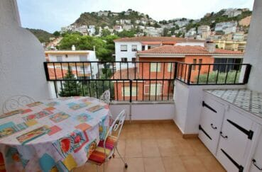 immo roses: appartement 2 chambres 68 m² avec terrasse vue sur les montagnes, possibilité parking et cave, plage à 200 m