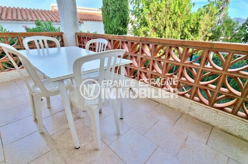 appartement a vendre rosas: studio 24 m² avec terrasse spacieuse couverte, piscine communautaire. proche plage