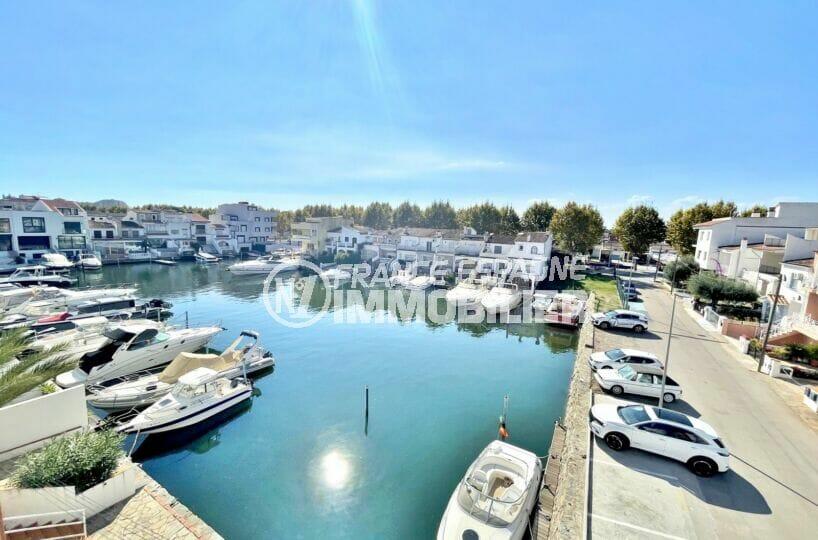 appartement a vendre empuriabrava, 2 chambres 68 m², terrasse veranda vue canal, possibilité parking privé, proche plage