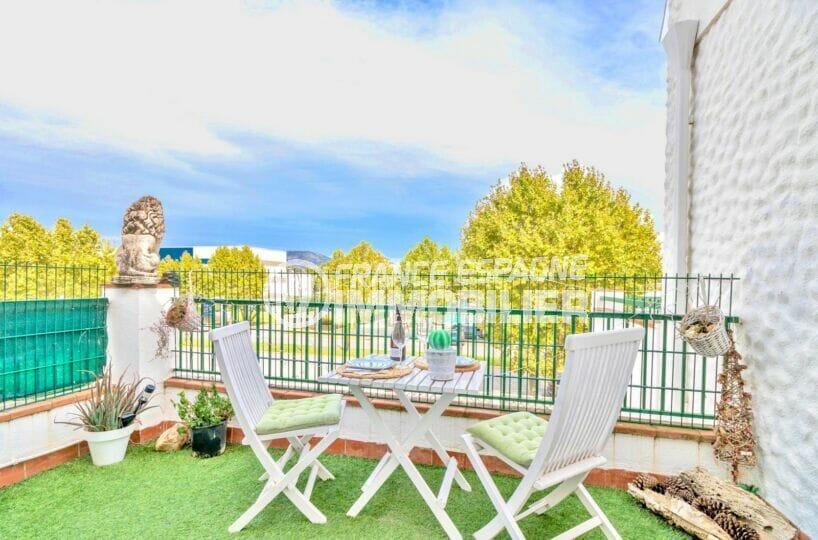 immo roses: appartement 2 pièces 40 m² avec terrasse de 10 m² vue dégagée, piscine communautaire, proche plage
