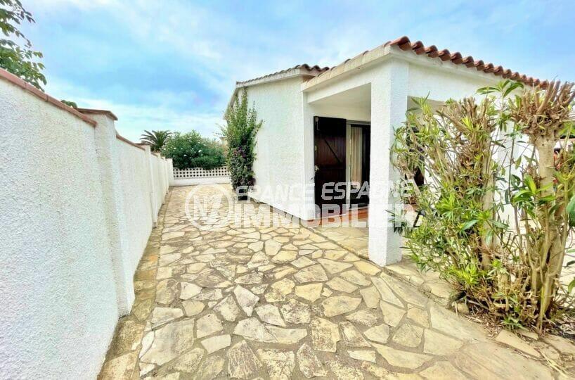 vente villa empuriabrava, 3 chambres sur terrain de 176 m² avec terrasse et barbecue