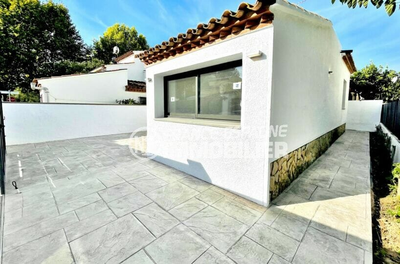 maison empuriabrava, 2 chambres 79 m², terrasse et parking sur cour intérieure