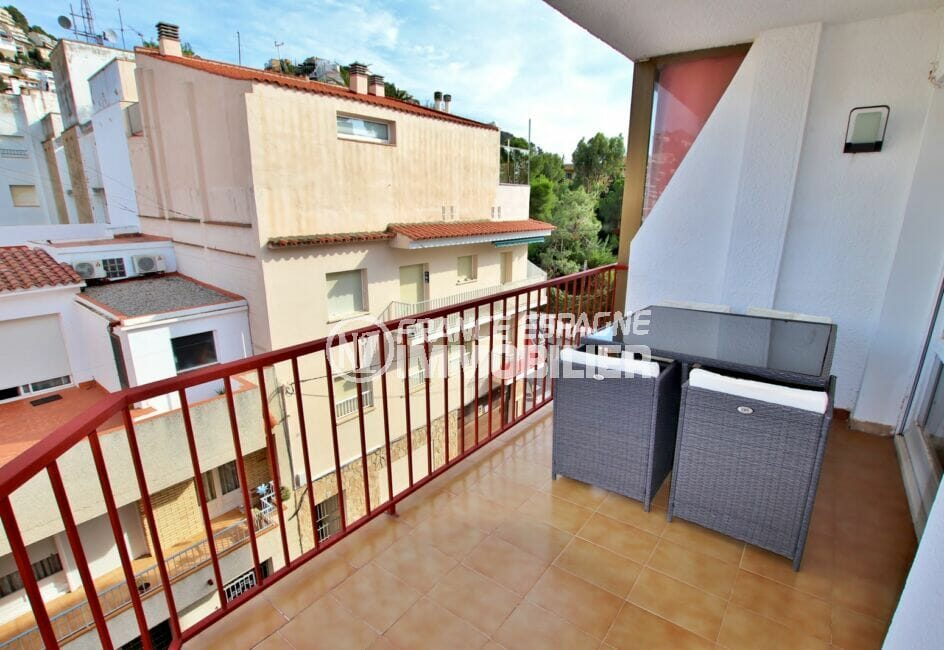 vente appartement rosas, 2 pièces 49 m², terrasse avec vue dégagée, salon de jardin