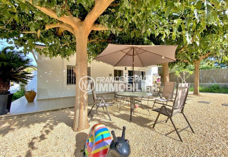maison a vendre a rosas, 80 m² sur terrain 390 m² avec puits et plaques solaires